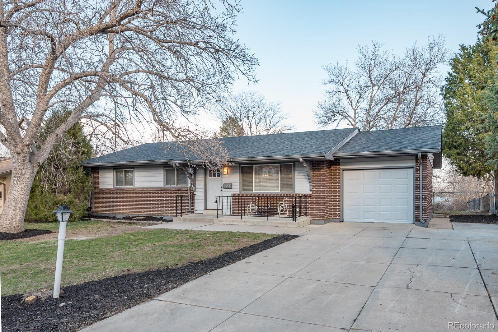 1556 S Welch Circle, Lakewood CO 80228