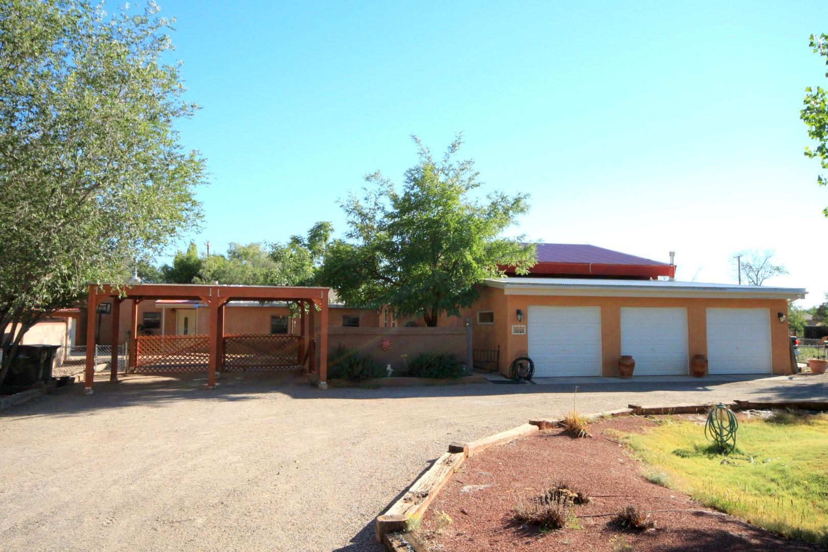 312 NARA VISA Road, Los Ranchos NM 87107