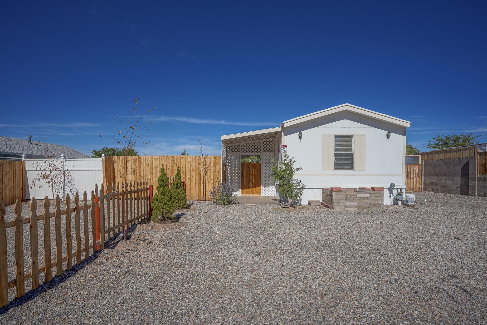 6925 DERICKSON Avenue, Albuquerque NM 87109