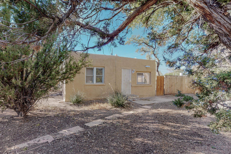 4207 GRANDE Drive, Albuquerque NM 87107
