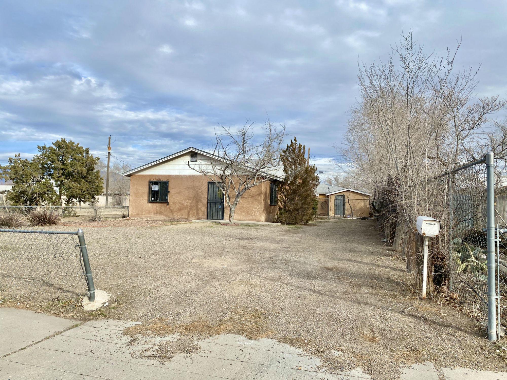 1210 Los Tomases Drive, Albuquerque NM 87102