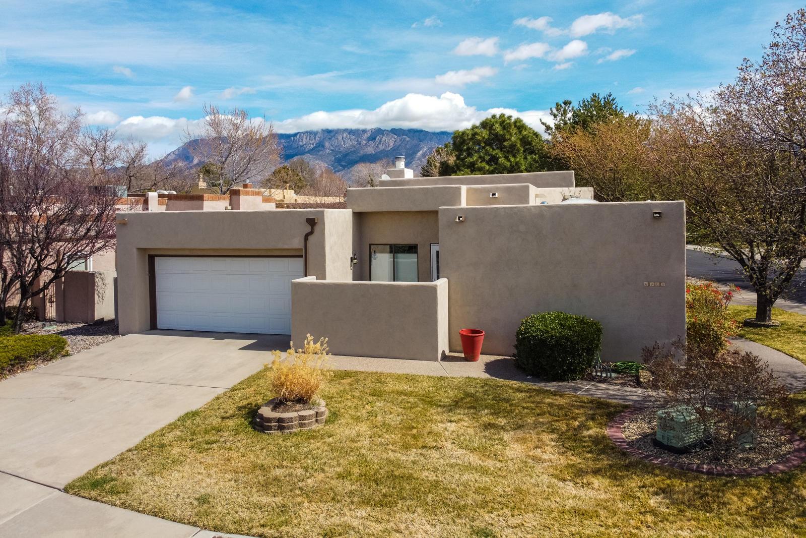 6400 TURNBERRY Lane, Albuquerque NM 87111