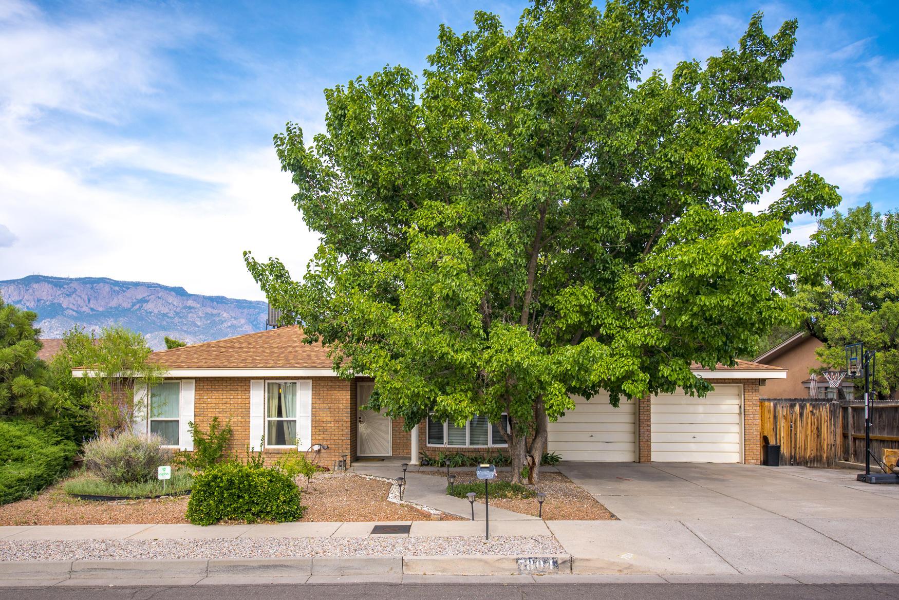 7804 CALLOW Street, Albuquerque NM 87109