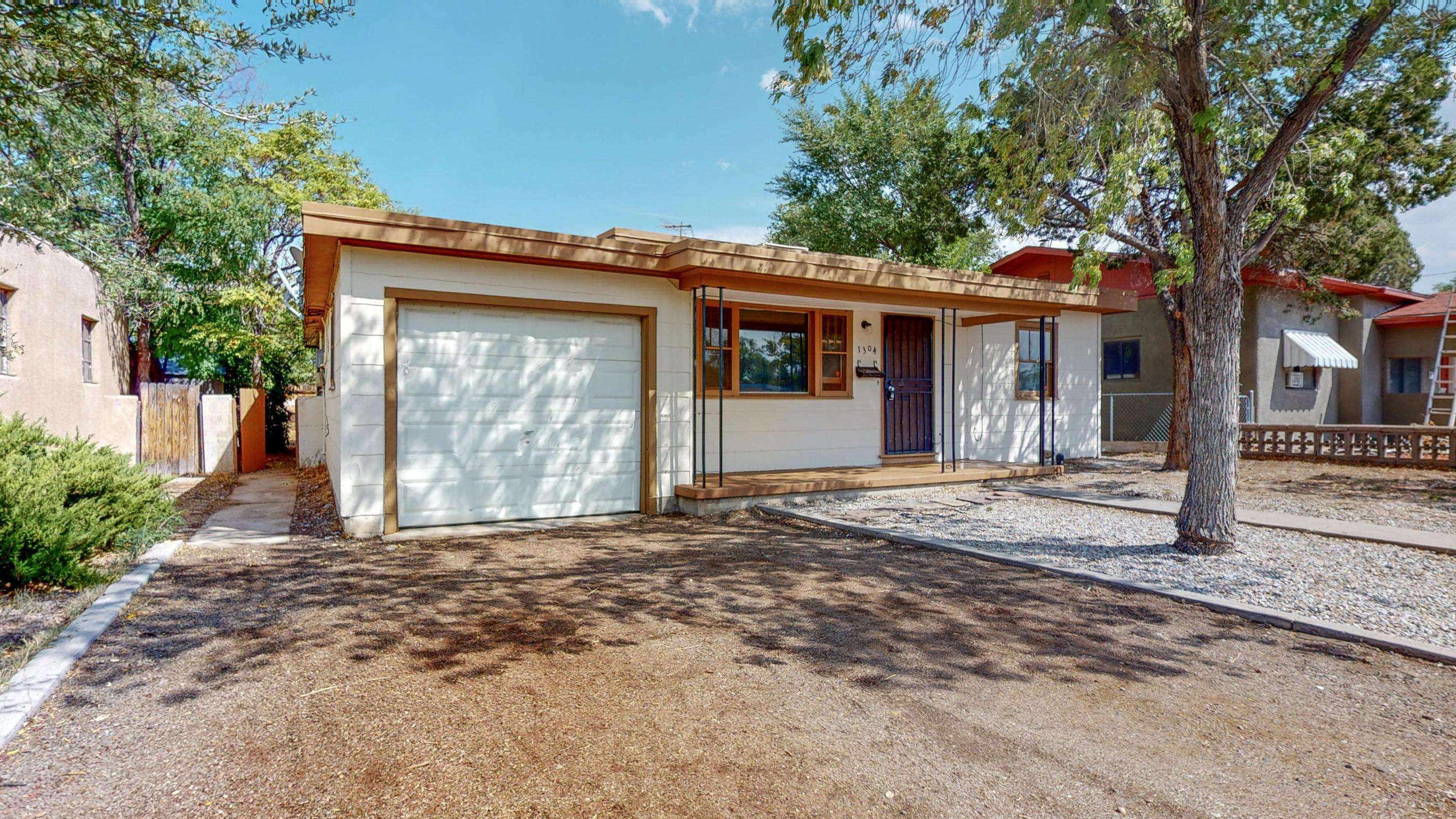 1304 COLUMBIA Drive, Albuquerque NM 87106
