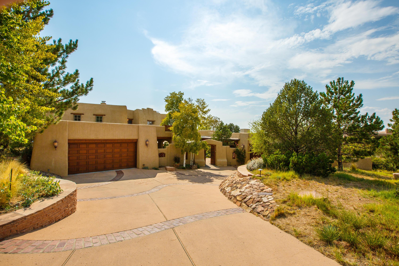 6123 Buffalo Grass Court, Albuquerque NM 87111
