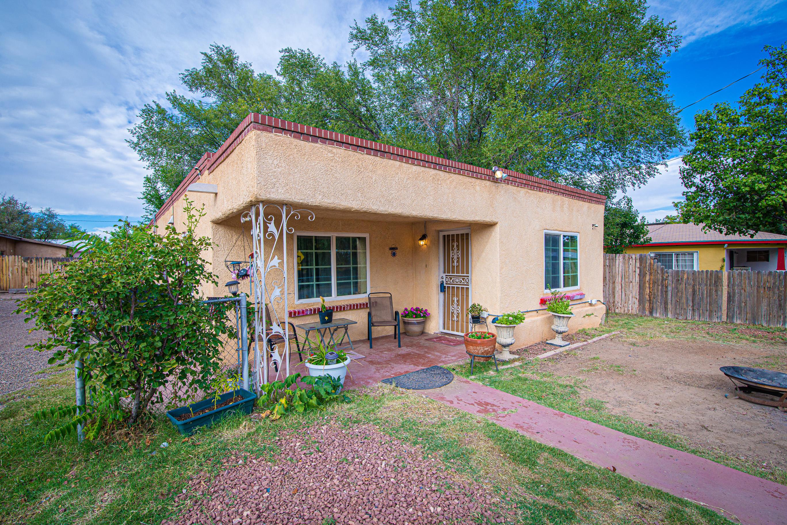 808 Arthur Road, Albuquerque NM 87105