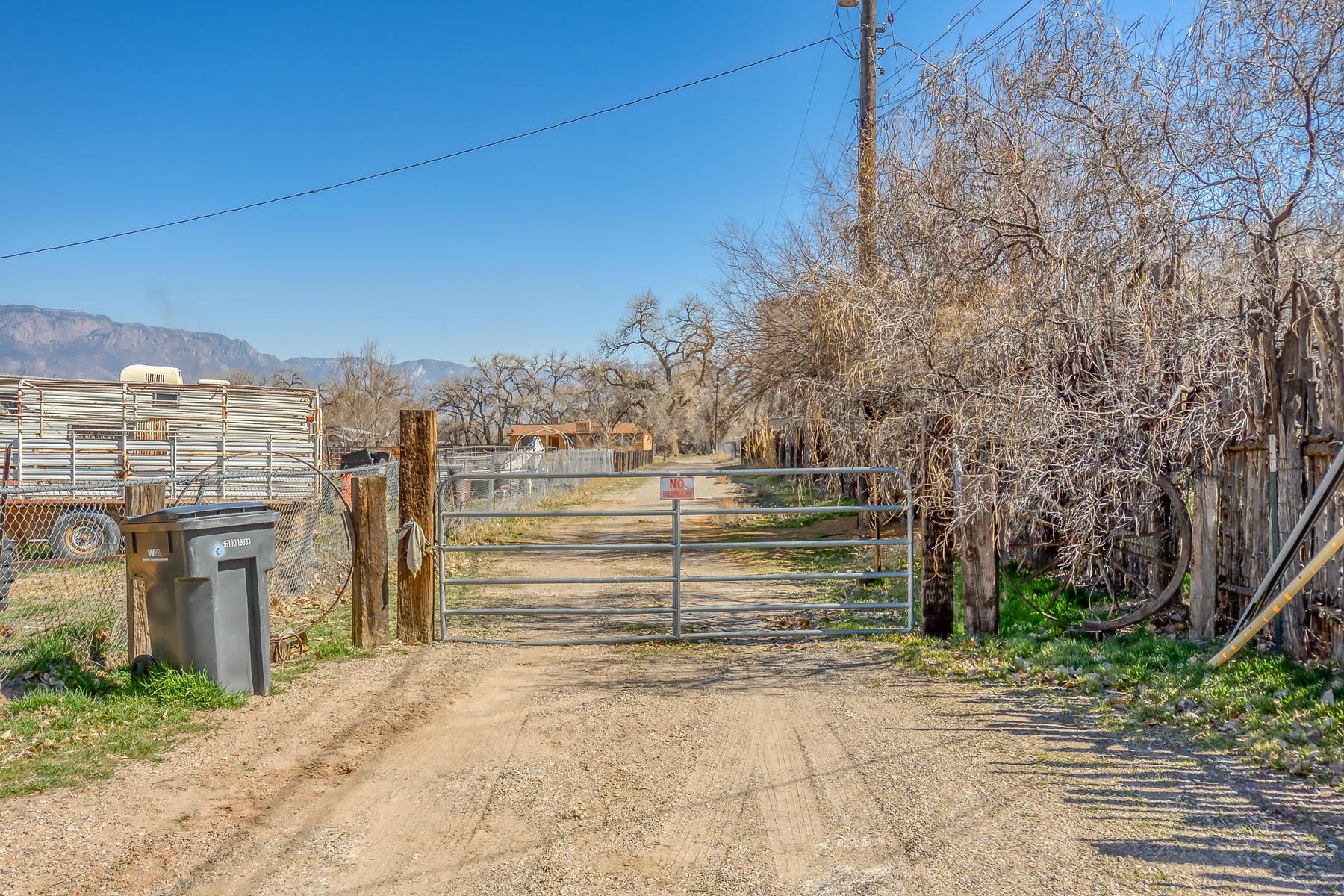 9624 THOMAS Lane, Albuquerque NM 87114