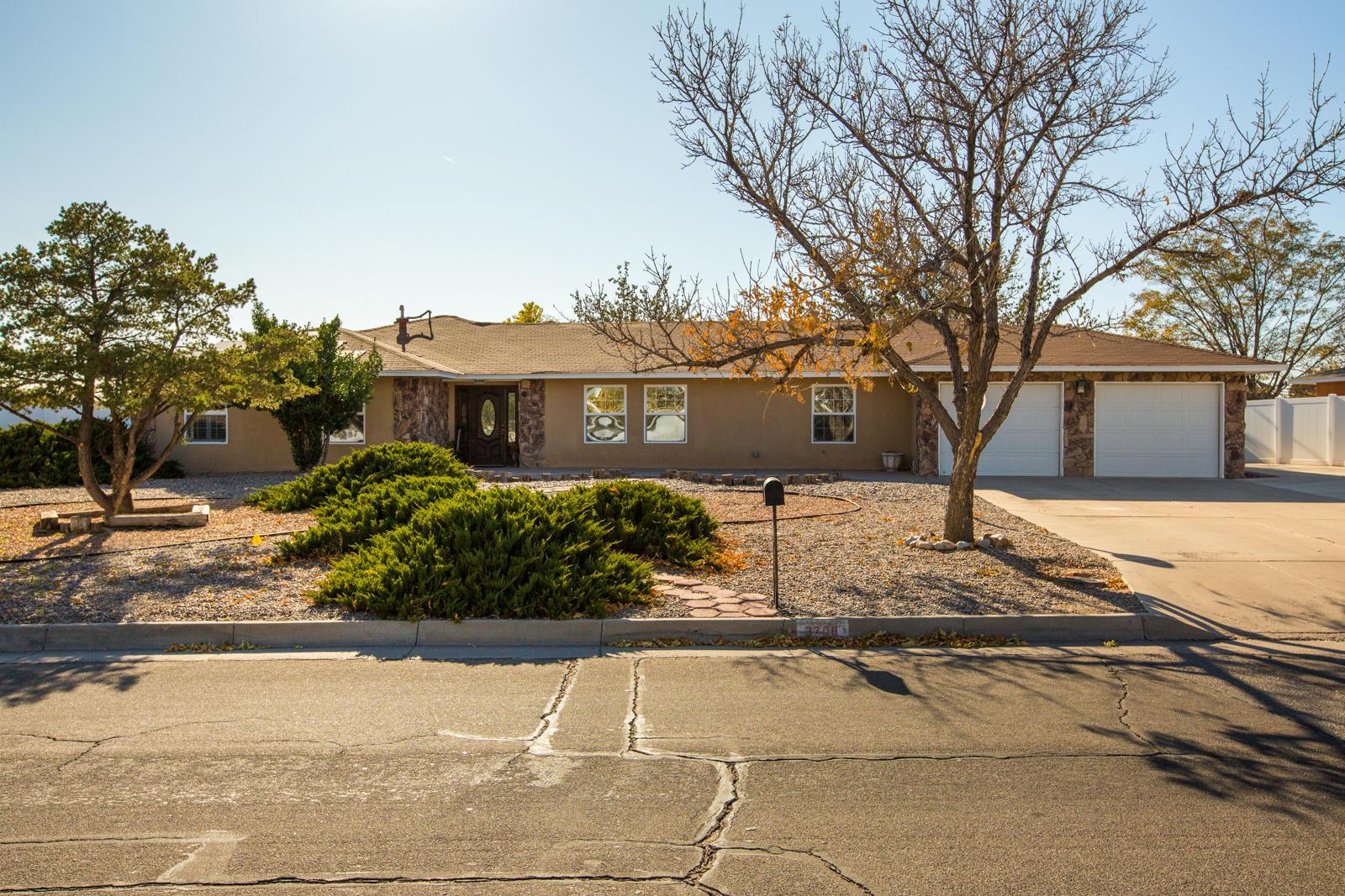 3708 SAINT ANDREWS Drive, Rio Rancho NM 87124