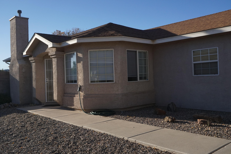 679 VISTA LUNA Lane, Albuquerque NM 87121