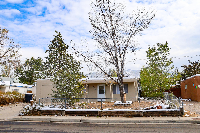 2704 MORRIS Street, Albuquerque NM 87112