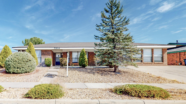 5304 THOMAS Drive, Albuquerque NM 87111