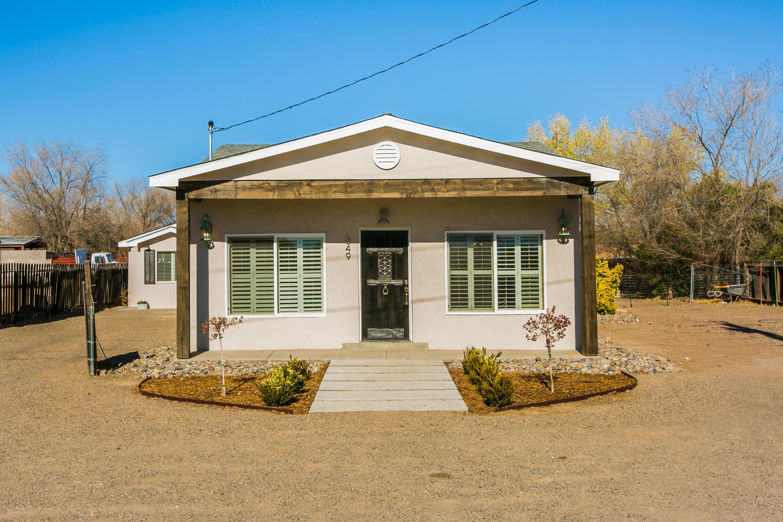 349 NARA VISA Road, Los Ranchos NM 87107