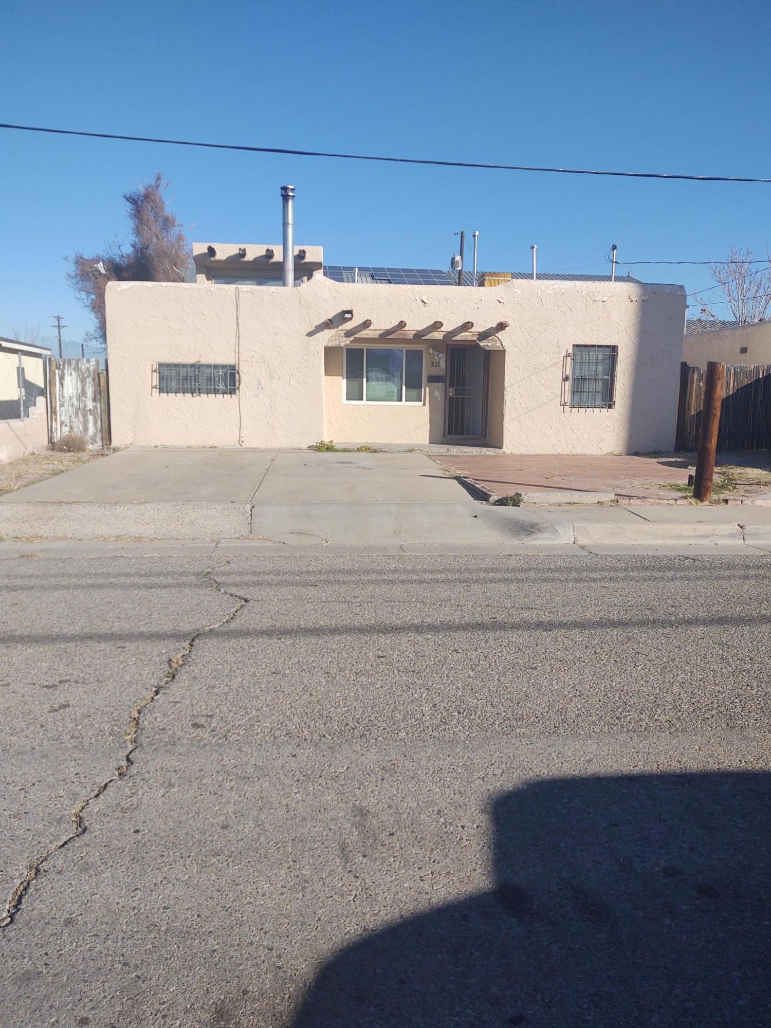 211 CLAREMONT Avenue, Albuquerque NM 87107