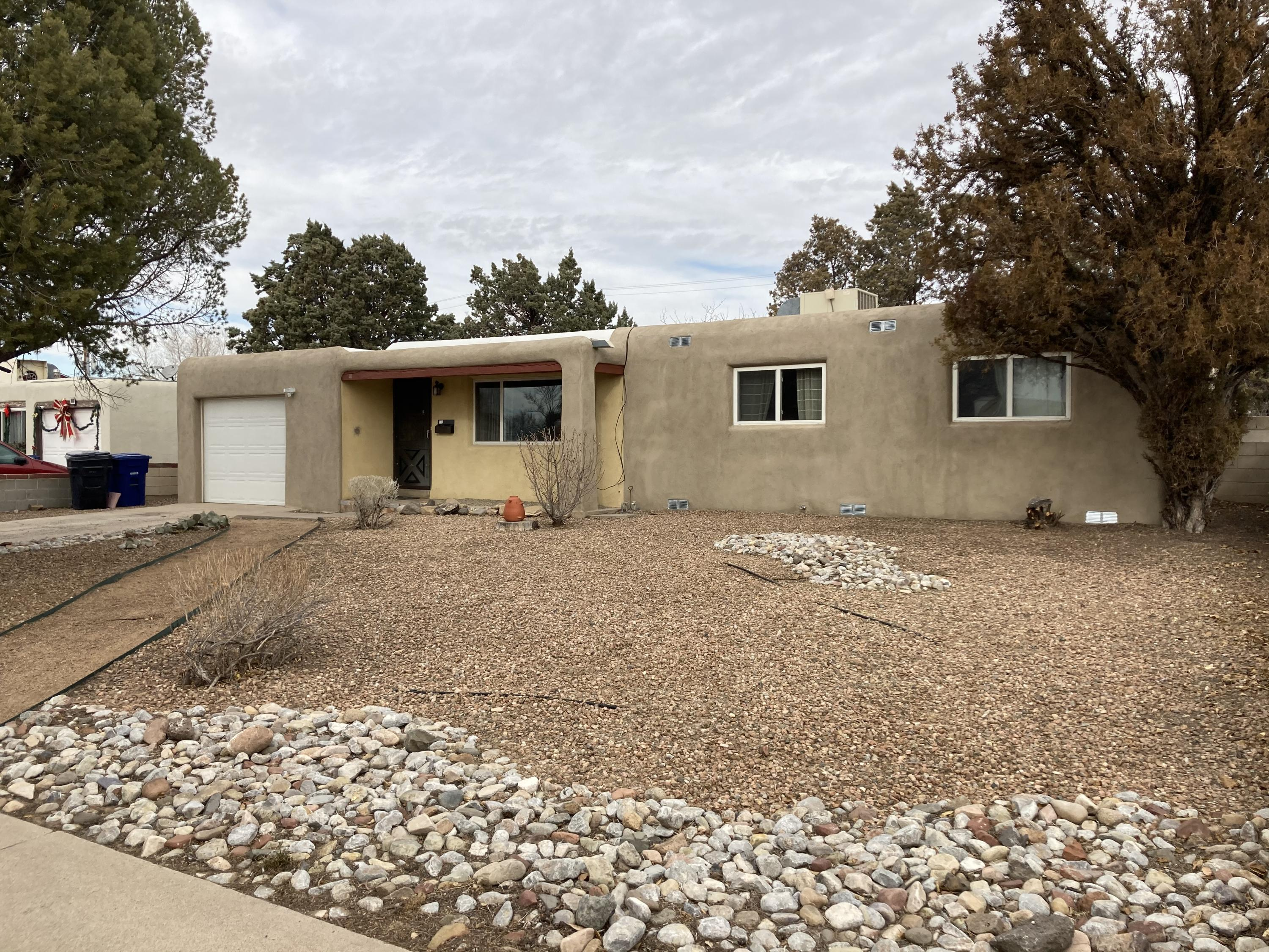 8213 FRUIT Avenue, Albuquerque NM 87108