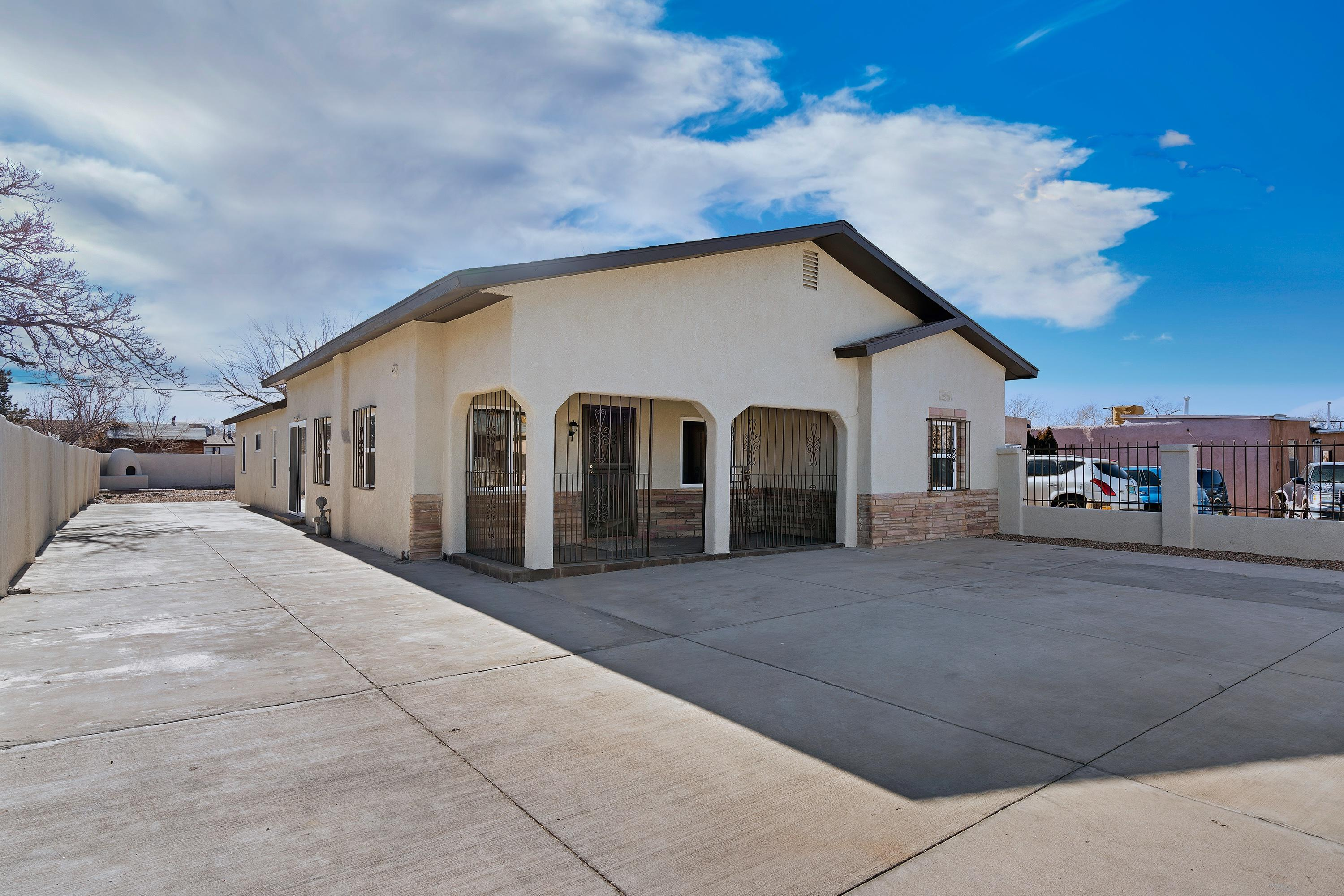 918 AZTEC Road, Albuquerque NM 87107