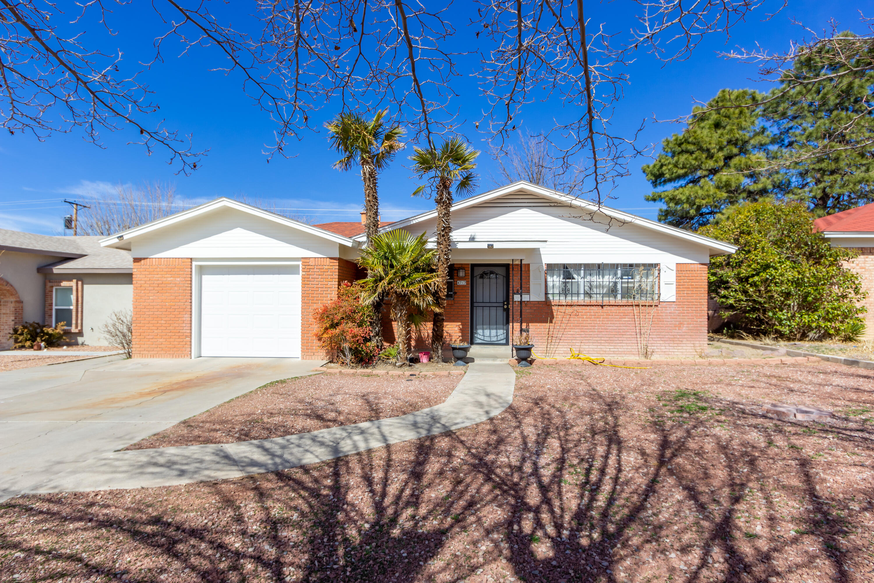 4717 COMANCHE Road, Albuquerque NM 87110