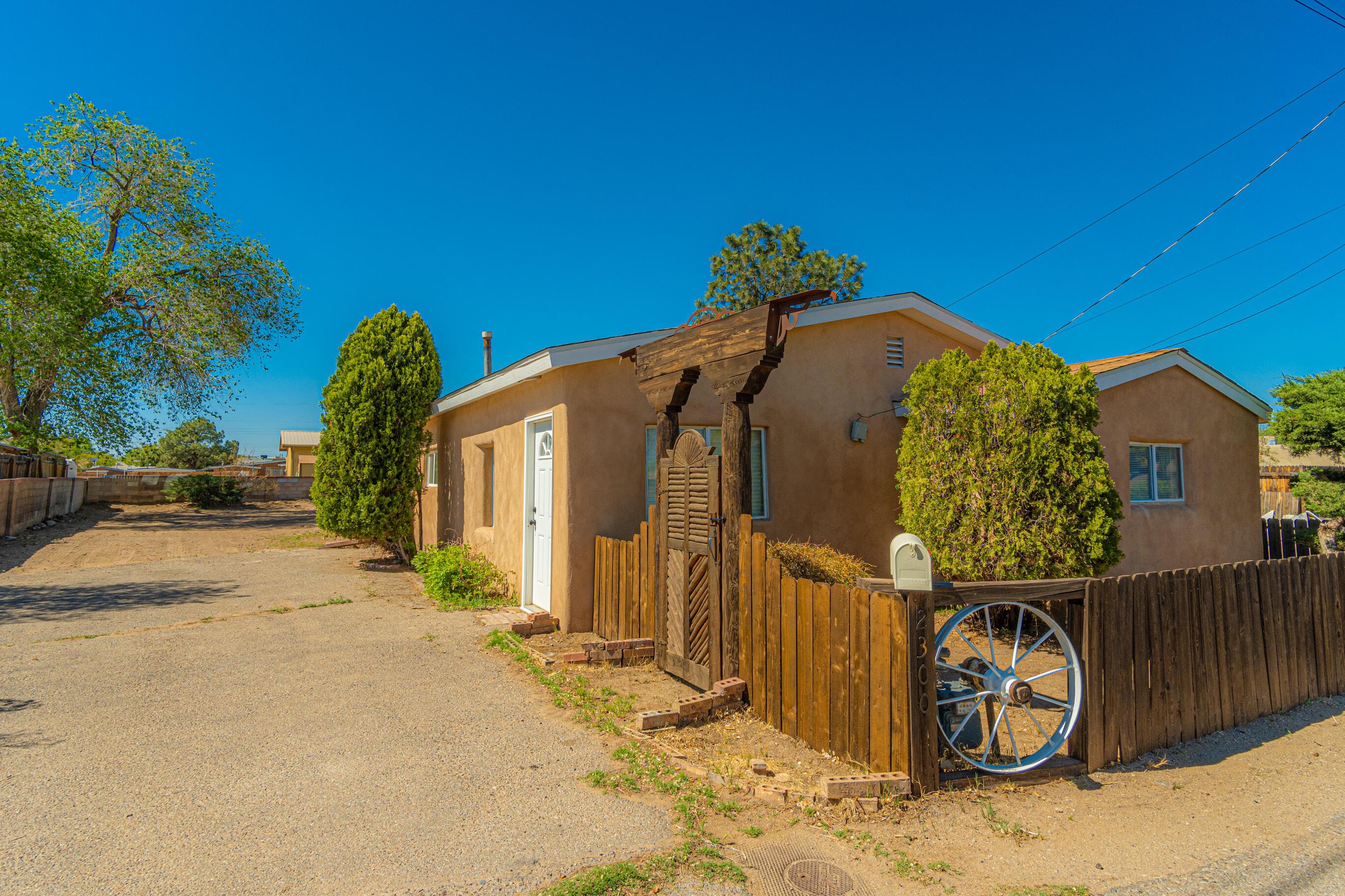 2300 WILMA Road, Albuquerque NM 87104