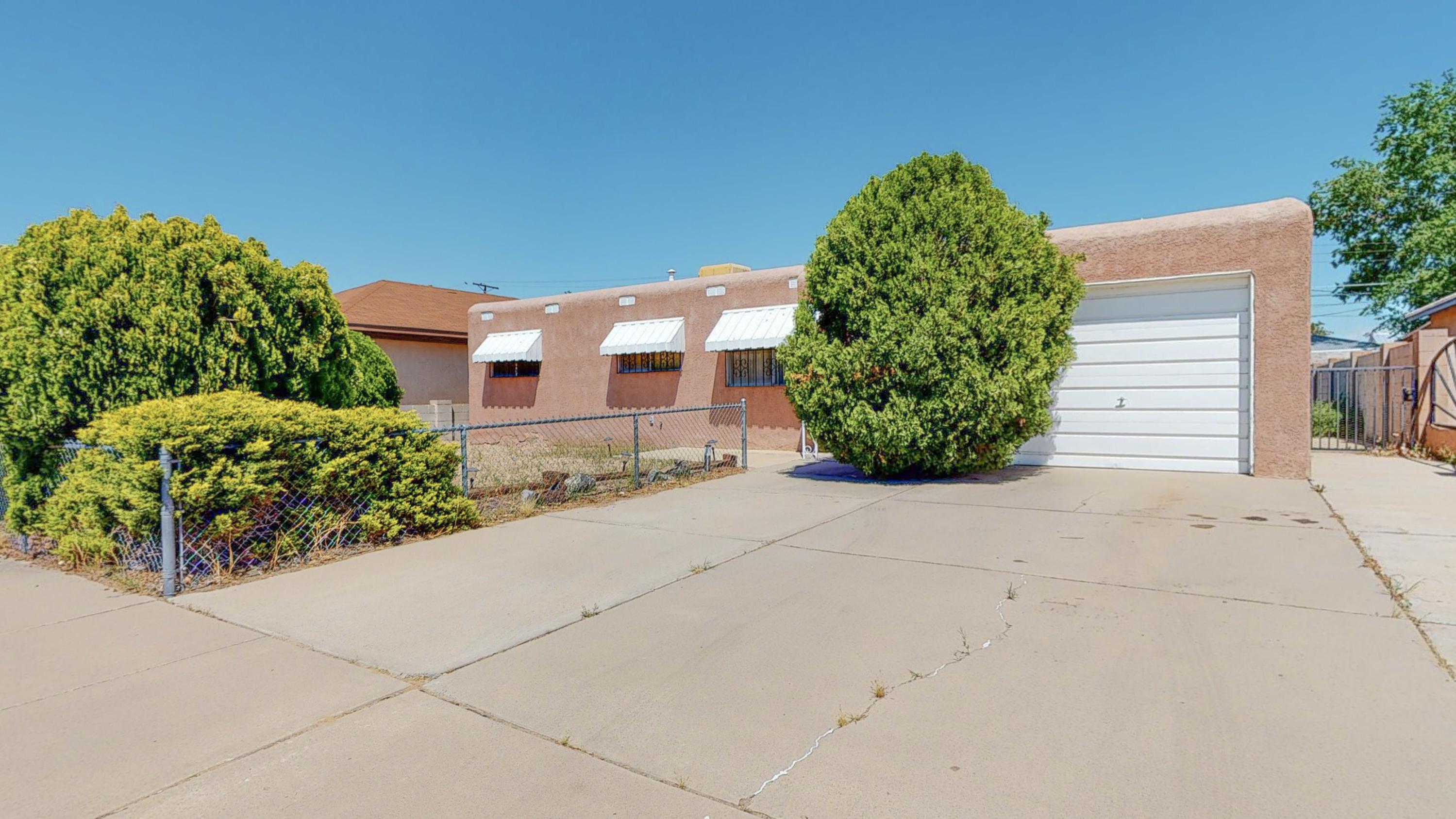 832 LOMA HERMOSA Drive, Albuquerque NM 87105