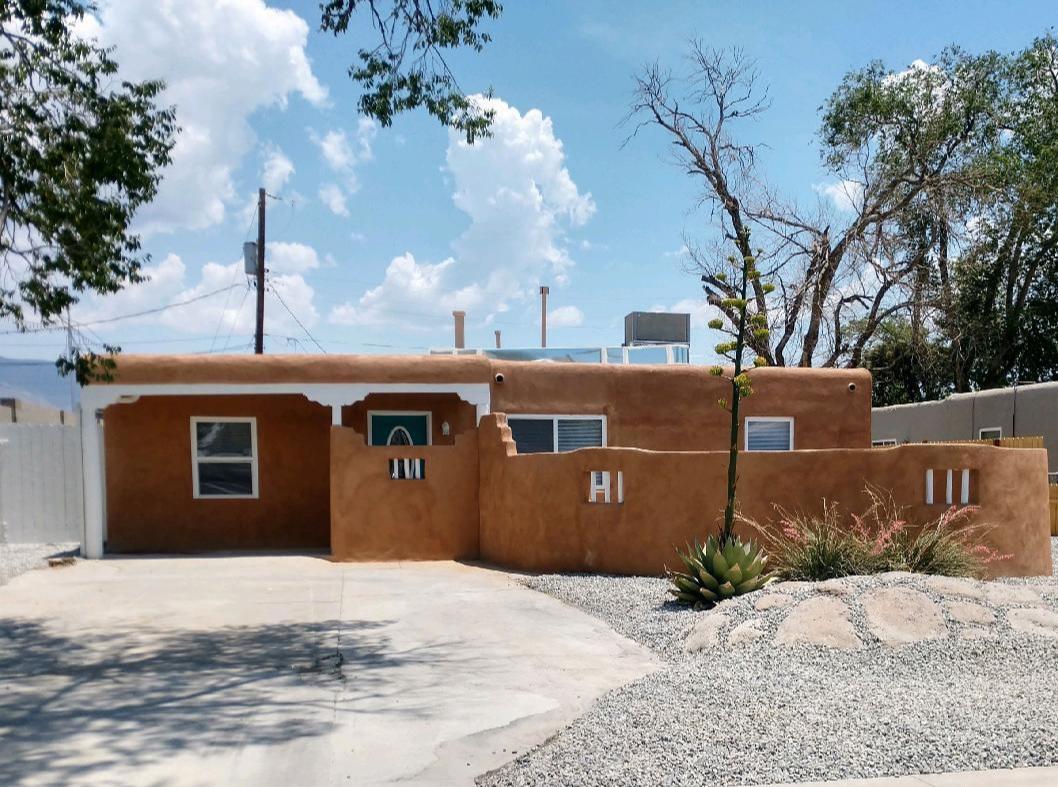 916 PALOMAS Drive, Albuquerque NM 87108