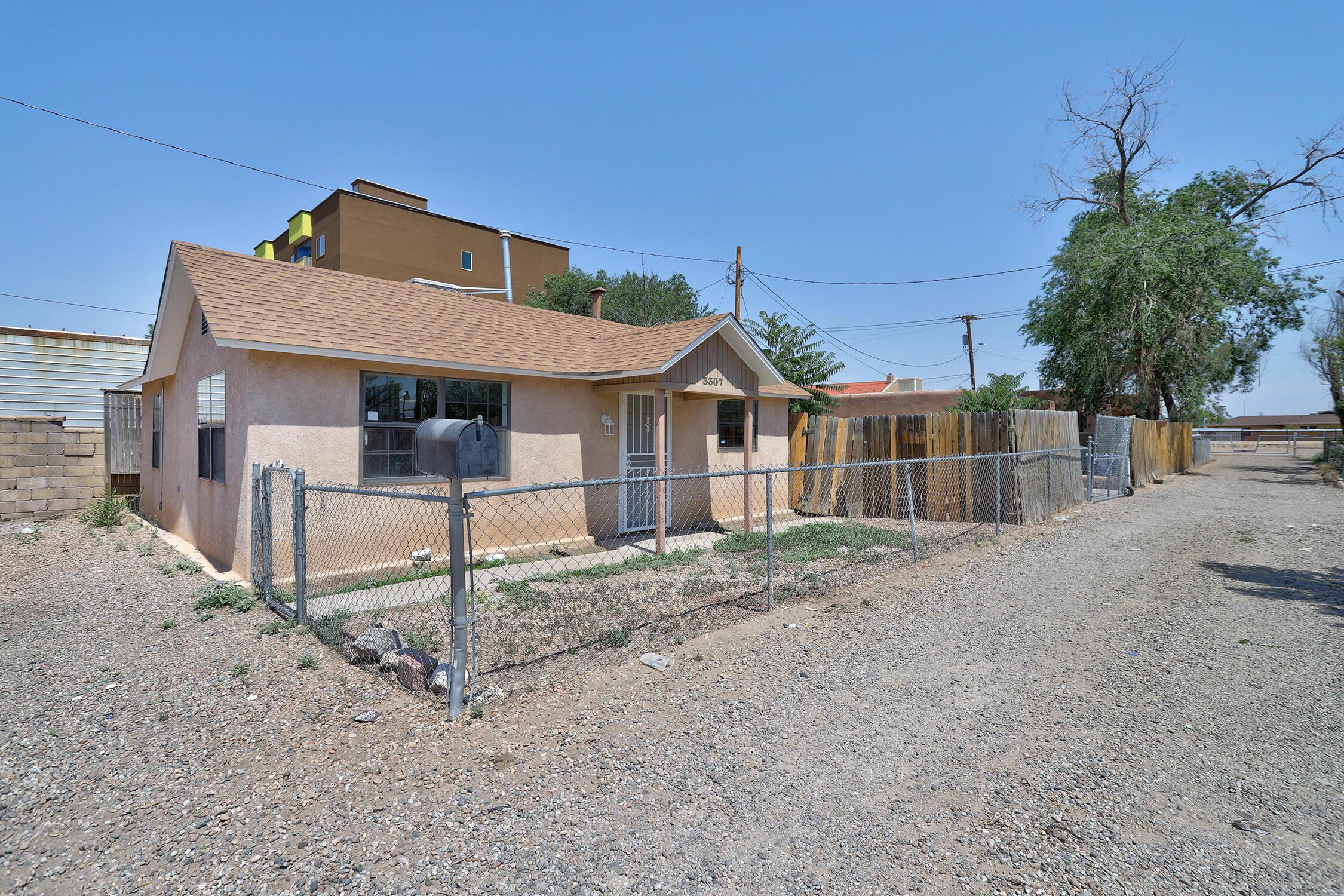 3307 CONDER Lane, Albuquerque NM 87107