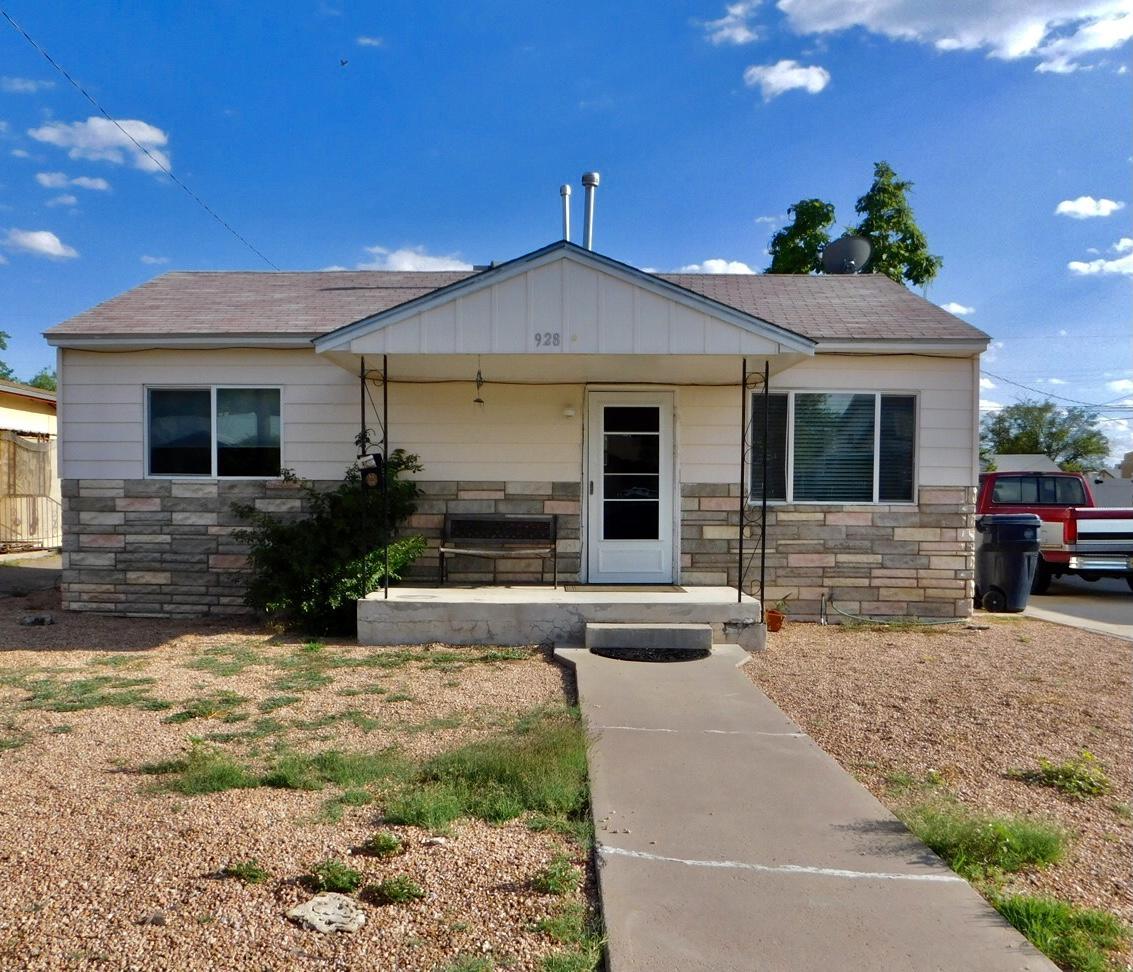 928 LA LUZ Drive, Albuquerque NM 87107