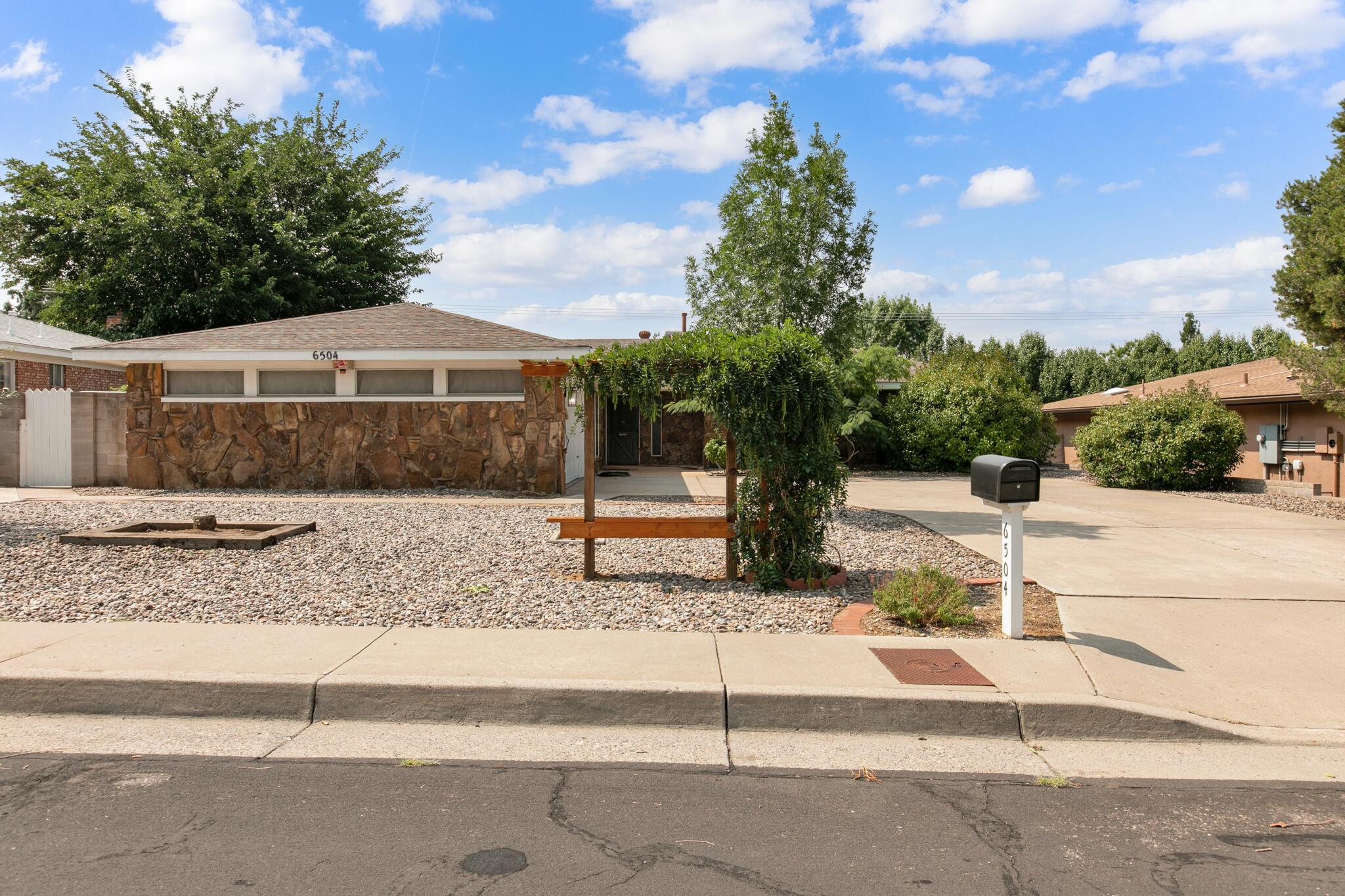 6504 BAKER Avenue, Albuquerque NM 87109