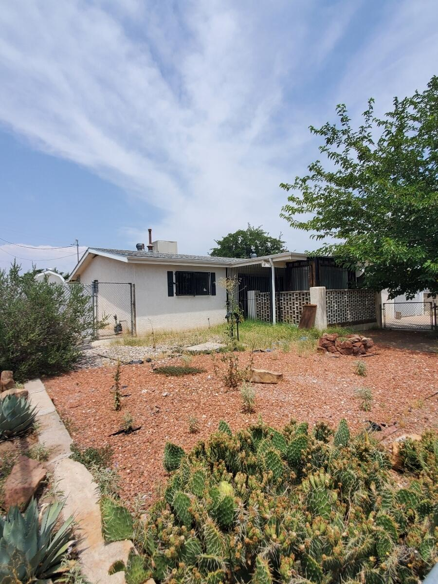 5721 La Anita Avenue, Albuquerque NM 87105