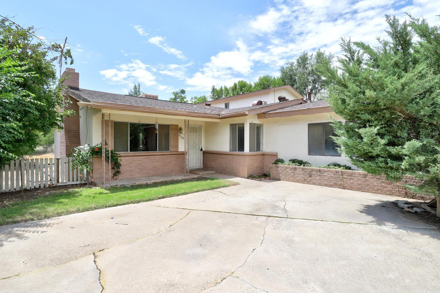 2752 Los Padillas Road, Albuquerque NM 87105