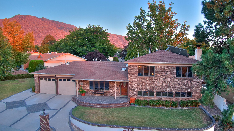 3312 BLACK HILLS Road, Albuquerque NM 87111