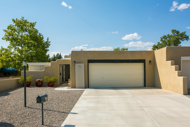 674 LAKEVIEW Circle, Rio Rancho NM 87124