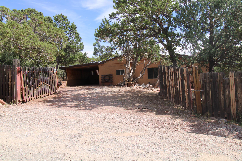 17 ALPIO Road, Cedar Crest NM 87008