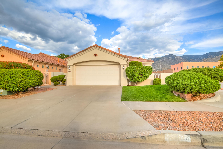 4900 SKYLINE RIDGE Court, Albuquerque NM 87111